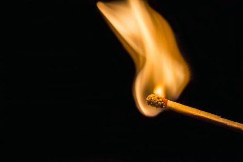 夢の中の火の状況で夢占いの結果が変わります!15のケースを解説